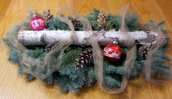 Quick and Thrifty DIY Holiday Centerpiece